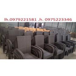 chuyên sản xuất bàn ghế dùng cho các công trình quán :