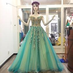 Váy cưới xòe phối màu, lưới tùng ánh kim sa, cổ da giả trễ vai tinh tế