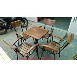 bàn ghế gỗ khung sắt bán tại nơi sản xuất