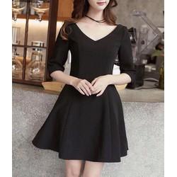 Đầm xòe đen cổ V
