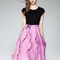 Set áo thun đen và chân váy bèo hồng SNT162