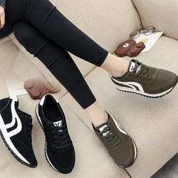 Giày thể thao nữ màu xanh rêu