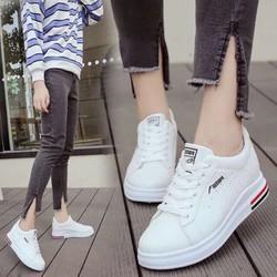 giày thể thao độn đế tăng chiều cao cho các nàng nha