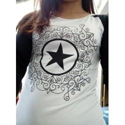Áo thun dài tay nữ phối màu họa tiết ngôi sao