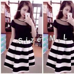 Đầm xoè xếp ly sọc ngang trắng đen