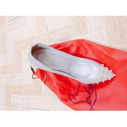 giày đế đỏ Christian Louboutin nude mũi nhọn đinh tán