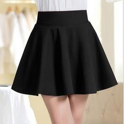 Chân váy đen ngắn xòe xinh xắn