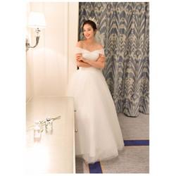 Áo cưới công chúa xòe, trễ vai thân áo xếp li tinh tế