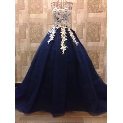 Váy cưới công chúa xòe, cúp ngực gợi cảm