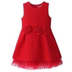 Váy công chúa trang trí hoa hồng đỏ
