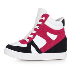 Sneaker nữ ấn tượng