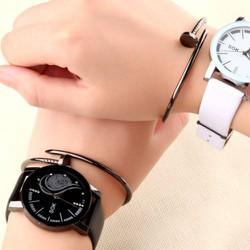 Đồng hồ đôi kèm vòng đinh - Giá trọn bộ như hình