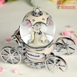 Hộp nhạc quả cầu thủy tinh xe ngựa cô dâu