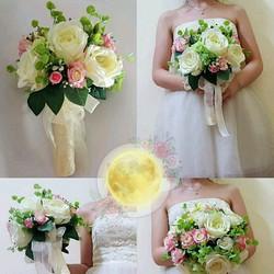 Hoa vải cầm tay cô dâu