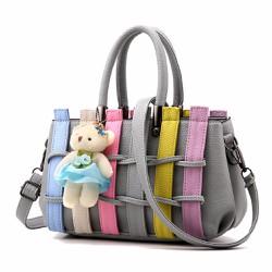 Túi xách thiết kế mẫu lạ đính thêm chú gấu xinh xắn - 400