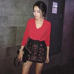 Set áo voan đỏ chân váy thêu