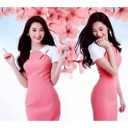 Đầm body hồng phối trắng khoét ngực cách điệu TT