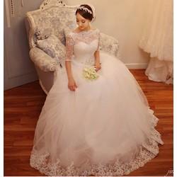 Váy cưới kín đáo, tay lửng trễ vai, cổ lưới ren