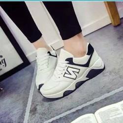 Giày thể thao nữ chữ N