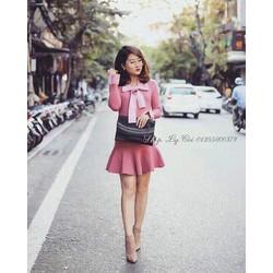 Đầm suông hồng nơ cổ