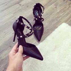 Giày cao gót đinh tán chéo 2 bên
