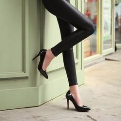 Giày trơn bóng giá rẻ