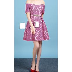 Đầm ren xòe bẹt vai xinh xắn