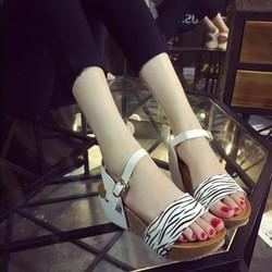 Giày sandals xuồng quai ngang
