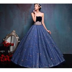 Váy cưới xòe, tùng ánh lấp lánh, cúp ngực gợi cảm