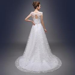 Áo cưới dáng A, có vai ren kín đáo nhẹ nhàng và xinh xắn