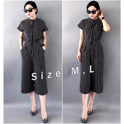 Bộ áo kiểu cổ trụ sọc trắng đen và quần lửng ống suông - AV5111