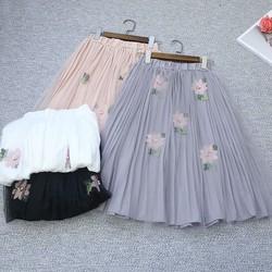 Hàng nhập - Chân váy voan dập ly thêu hoa