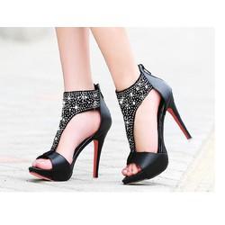 Giày cổ cao đính đá BeBe.