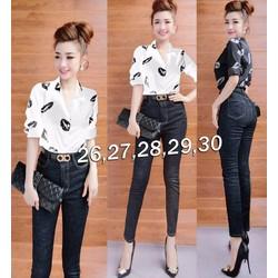 Bộ áo sơ mi họa tiết môi và quần jean nữ lưng cao 1 nút  - AV5355