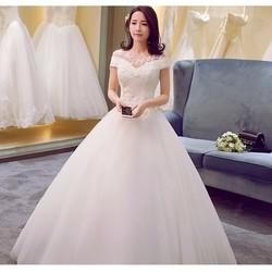 Váy cưới trễ vai, cổ lưới ren tinh tế và dịu dàng