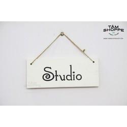 Bảng treo cửa chữ STUDIO