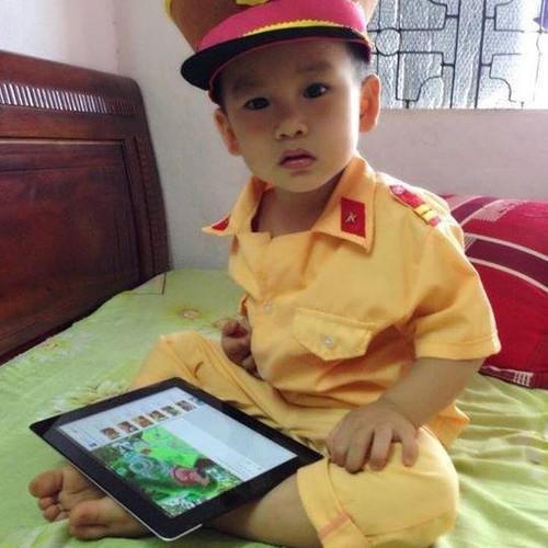 Quần áo công an trẻ em