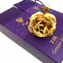 Hoa hồng mạ vàng cực đẹp tặng 8 tháng 3
