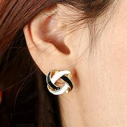 Khuyên tai nữ phong cách Hàn