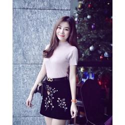 áo thun hồng và chân váy