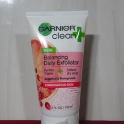 Sữa rửa mặt + massage Garnier clean