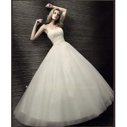 Váy cưới cúp ngực thâm ren, tùng xòe đáng yêu