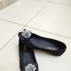 Giày bệt nữ trang trí hoa hồng xinh xắn