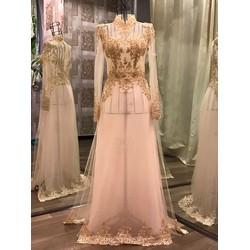 Áo dài cưới có kết ren sang trọng, màu kem tinh tế