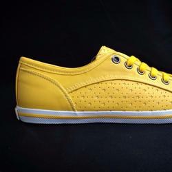 Giày thể thao hàng Việt nam xuất khẩu