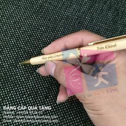 Bút gỗ nắp xoay nhỏ khắc tên