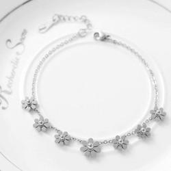Lắc tay titanium hoa 7 cánh cách điệu màu trắng
