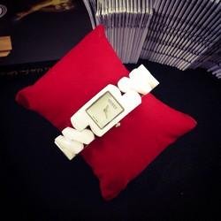 Đồng hồ nữ đá ceramic