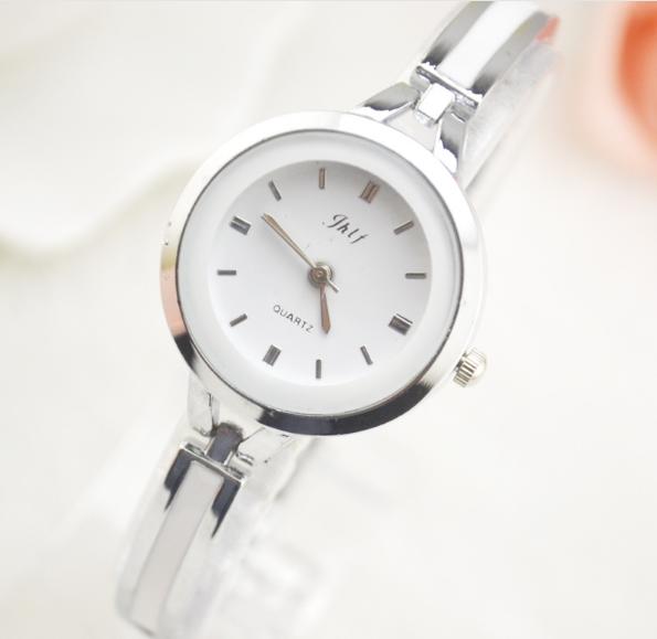 Đồng hồ nữ lắc tay đính đá thời trang JW 1