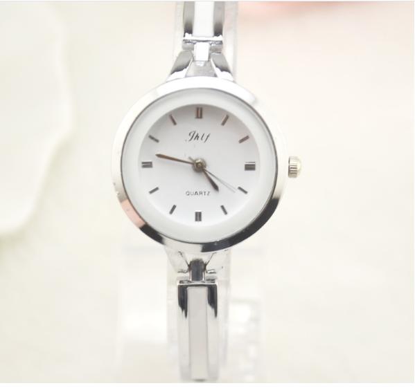 Đồng hồ nữ lắc tay đính đá thời trang JW 2